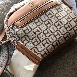 NWT Tommy Hilfiger Crossbody with Pouch
